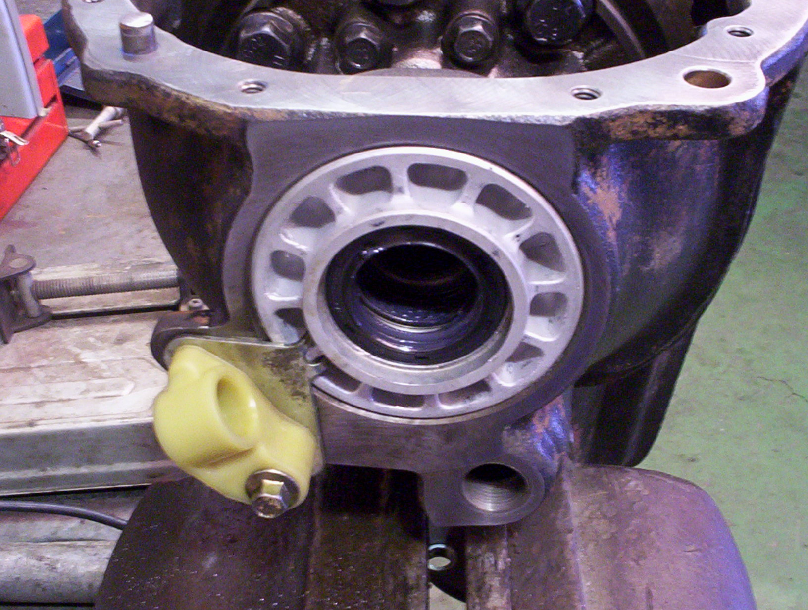 AU XR8 sedan Rear axle assembly 006.jpg