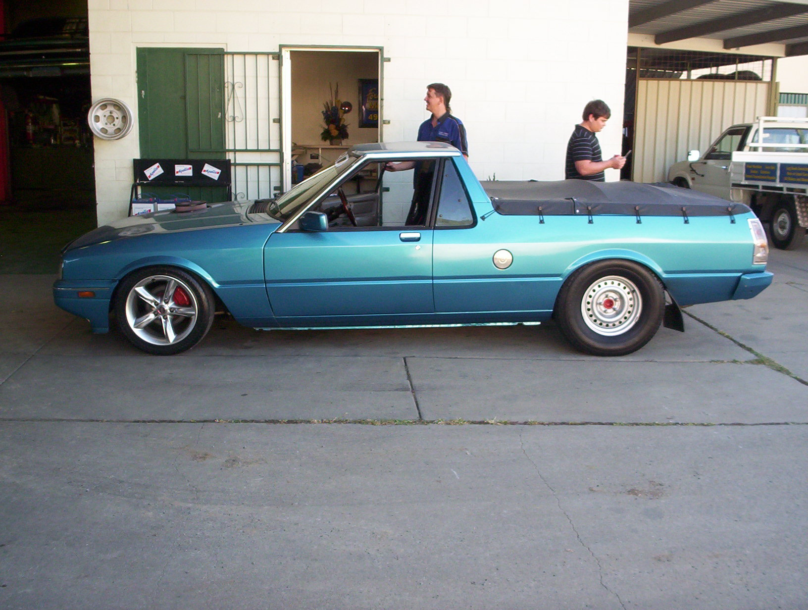 Nathans XF Ute with big tyres on 265-70R15.jpg