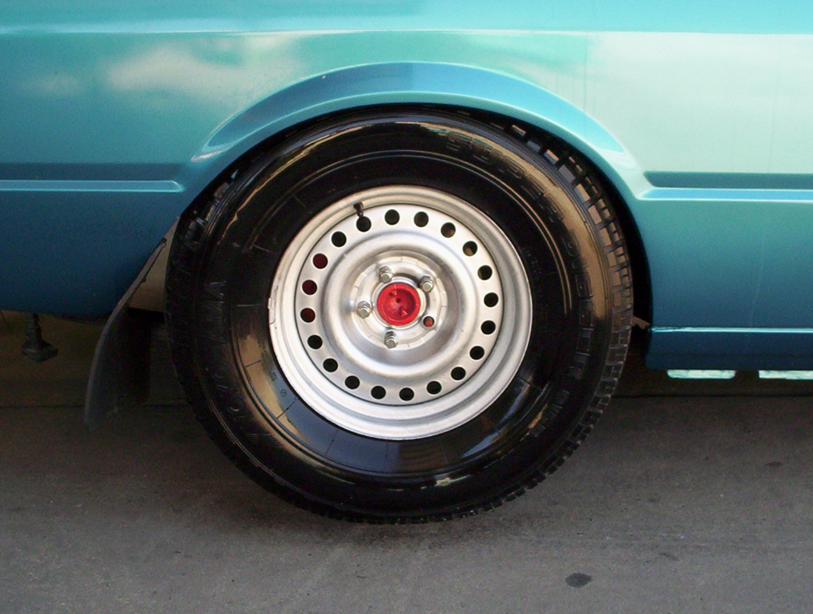 Nathans XF Ute with big tyres on 265-70R15 001.jpg