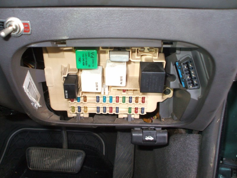 Ford AUII Forte 2000 location of OBD Socket [800x600].jpg