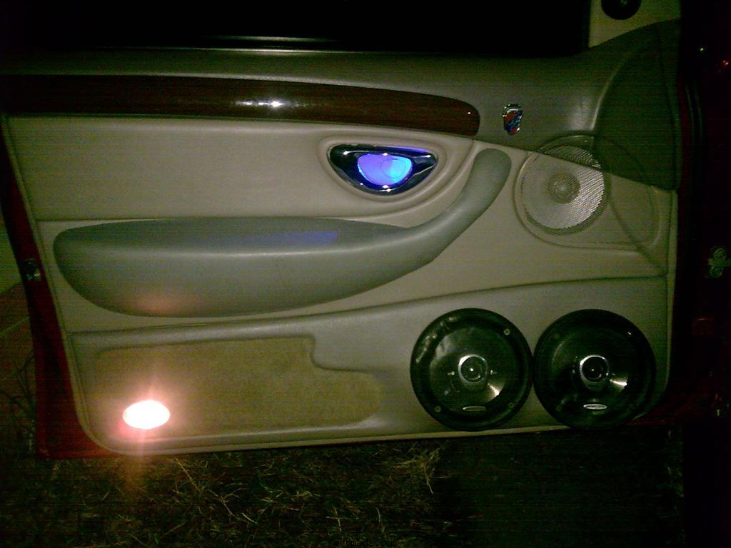 New look doortrim with blue leds in the handles